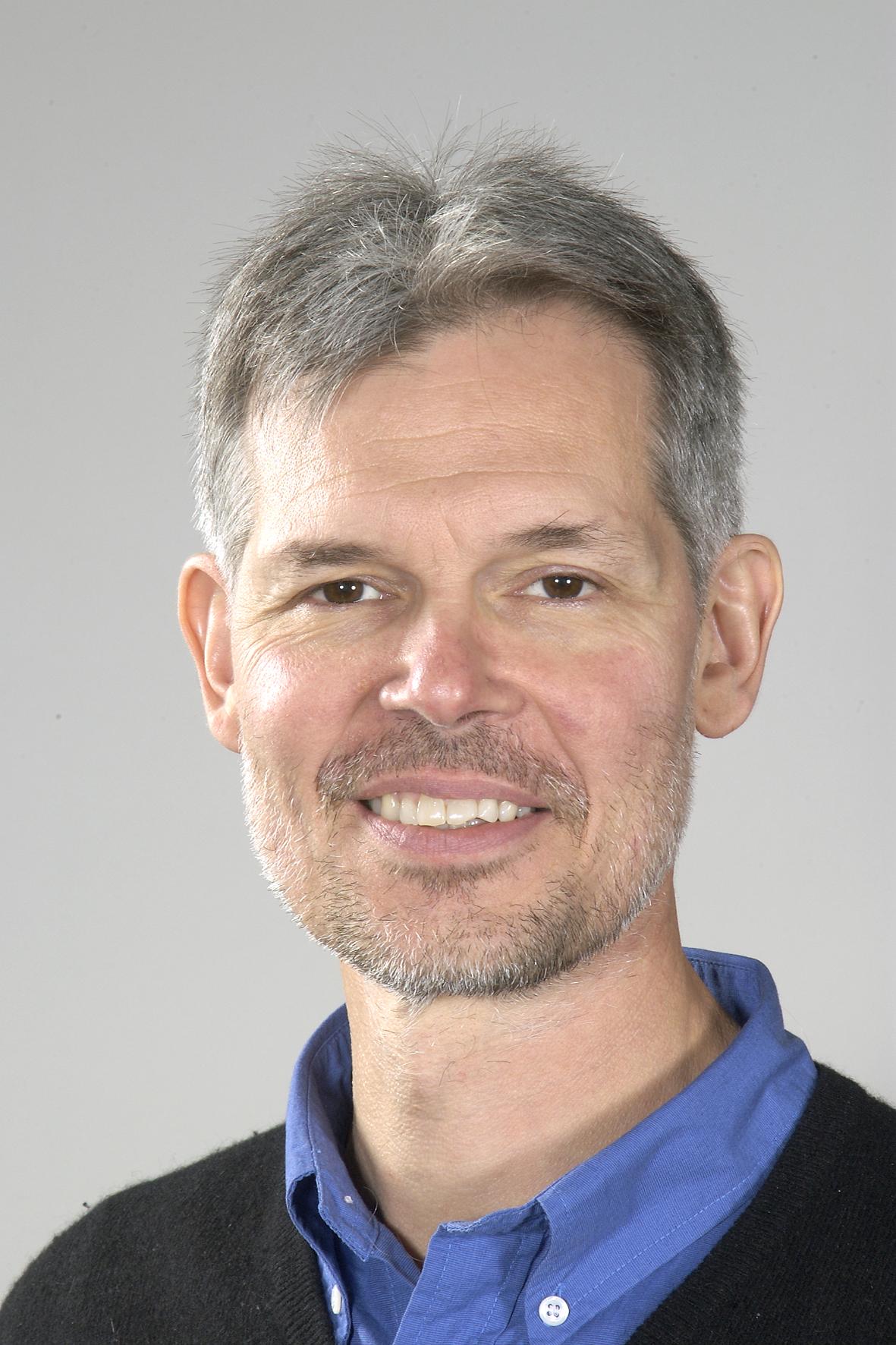 Professor Rodrigo Mariño